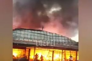 IQUITOS: INCENDIO ARRASA CON CENTRO COMERCIAL [VIDEO]