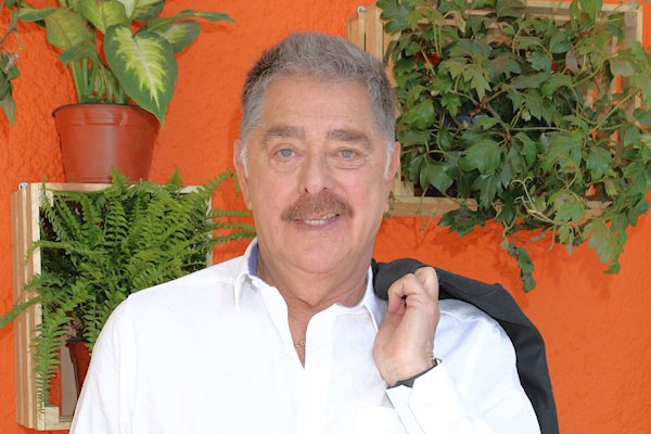 ACTOR MEXICANO RAYMUNDO CAPETILLO FALLECE POR COVID-19